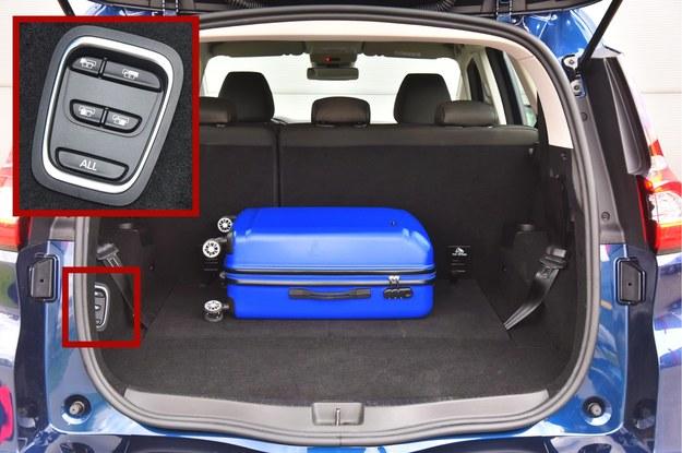 Doskonały pomysł: składaniem oparć foteli można sterować także za pomocą panelu umieszczonego w bagażniku. /Motor