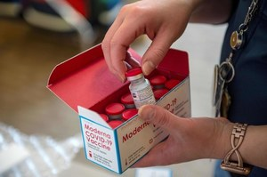 Dostawa szczepionek do Polski. Dotarło ponad 260 tys. dawek Moderny