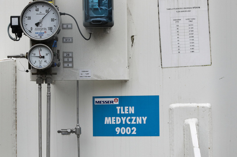 Dostawa tlenu medycznego do szpitala MSWiA przy ulicy Woloskiej /Andrzej Hulimka  /Agencja FORUM
