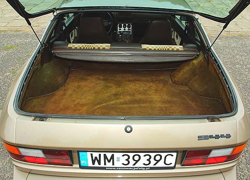 Dostęp do bagażnika – fatalny. Za to pojemność to 250-500 l. /Motor