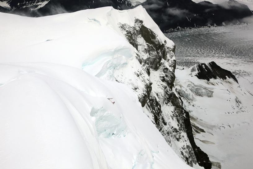 Dostępu do wraku bronią wysokie ściany góry, nawisy śnieżne i porywisty wiatr /National Park Service /East News