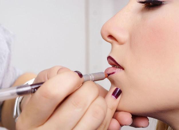 Doświadczone makijażystki zdradzają sprawdzone sposoby na uratowanie sytuacji /123RF/PICSEL