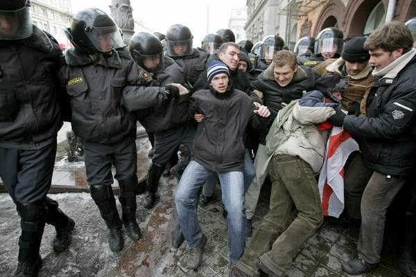 Doszło do krwawych starć opozycjonistów z milicją /AFP
