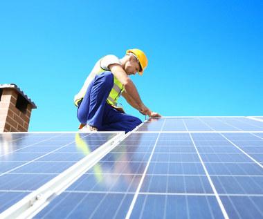 """Dotacje do paneli słonecznych z """"Mój prąd"""" nie zawsze się opłacą. Gdzie dostaniesz więcej?"""