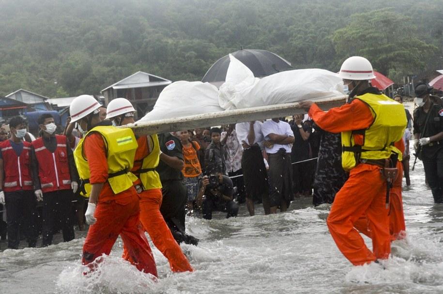 Dotychczas wydobyto szczątki 92 ofiar /ZAW ZAW PHYO /PAP/EPA