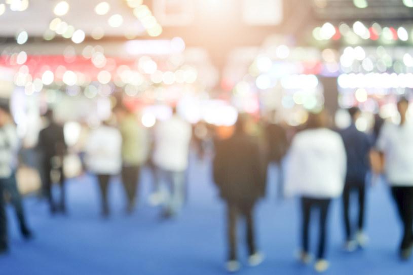 Dotychczasowy limit uczestników targów i konferencji (jedna osoba na 15 m kw.) zostanie zmieniony na regułę: jedna osoba na 10 m kw. /123RF/PICSEL
