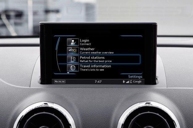 Dotykowe ekrany i podłączenie do internetu stają się w samochodach normą /