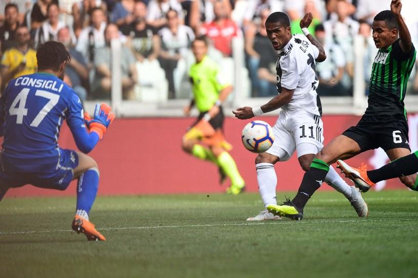Douglas Costa w meczu z Sassuolo /AFP