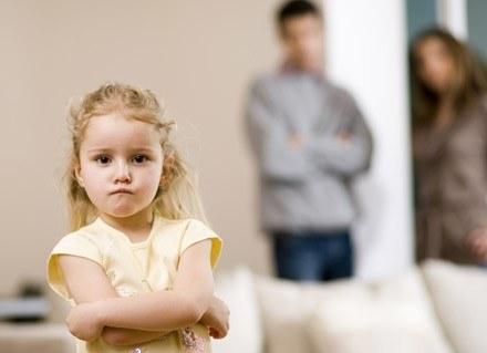 Dowiedz się, jak radzić sobie z trudnymi emocjami w różnych sytuacjach