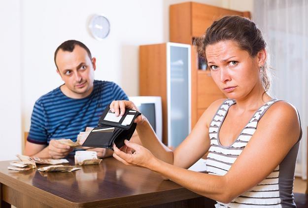 Dowód osobisty daje możliwość zaciągnięcia pożyczki czy kredytu /©123RF/PICSEL