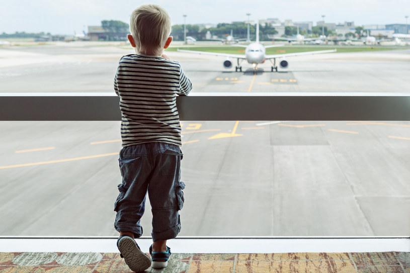 Dowód osobisty osoby nieletniej pozwala na przekroczenie granicy wybranych państw /123RF/PICSEL