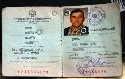 Dowód osobisty prawdziwego Dragana Dabicia, Chorwata, któremu karadzić ukradł tożsamość /AFP