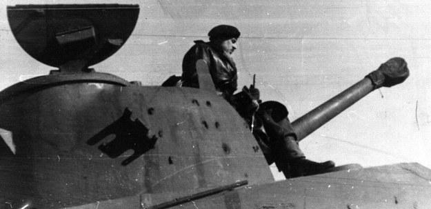 Dowódca 2. Pułku Pancernego pułkownik Stanisław Koszutski na swoim czołgu /Archiwum Tomasza Basarabowicza