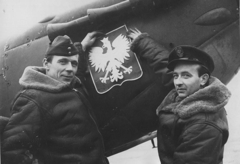 Dowódcy eskadr 306 dywizjonu - Tadeusz Czerwiński i Stanisław Skalski. Czerwiński zginął niedługo po zrobieniu tego zdjęcia. Skalski po wojnie służył w SZ PRL /East News