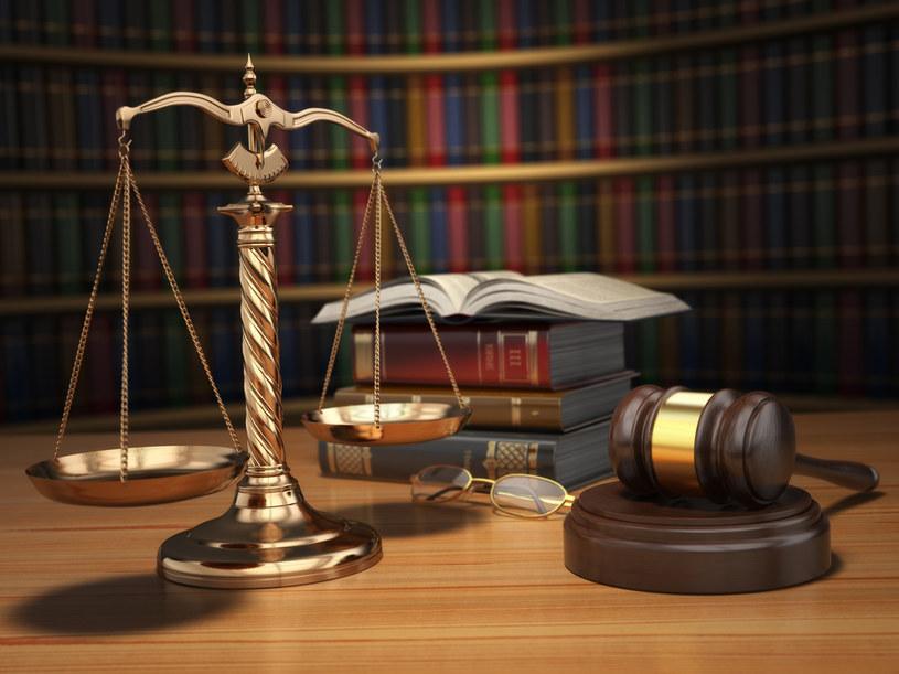 """""""Dowodem niezawisłości sędziów są ponoć różne wyroki w takich samych sprawach. Moim zdaniem jest to dowód niepewności prawa, skutkiem czego jest naruszenie równości prawa"""" /123RF/PICSEL"""