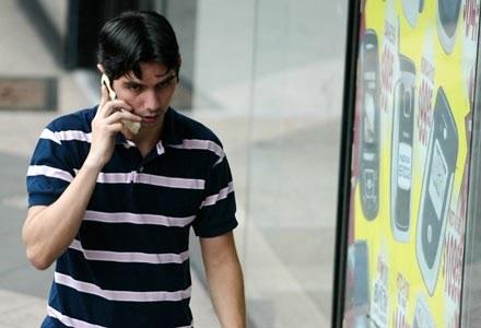 Dowodów na szkodliwość komórek brak, ale Francja postanowiła walczyć z telefonią mobilną /AFP