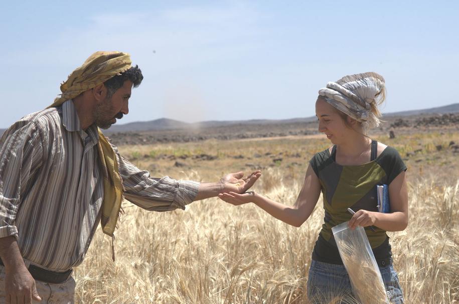 Dr. Amaia Arranz-Otaegui i Ali Shakaiteer na polu w rejonie Shubayqa. /Joe Roe /Materiały prasowe