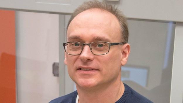 Dr Figiel: Na wynik polskiego testu na koronawirusa trzeba czekać do 8 godzin