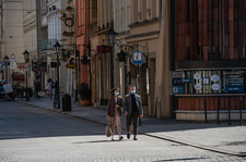 """<a href=""""https://wydarzenia.interia.pl/raporty/raport-koronawirus-chiny/polska/news-dr-michal-sutkowski-spodziewalem-sie-takich-krokow-rzadu-ter,nId,4796480"""">Dr Michał Sutkowski: Spodziewałem się takich kroków rządu. Teraz trzeba egzekwować prawo</a> thumbnail  Epidemiolog: Część szpitali jest już na skraju wydolności 000ALBAK82MY2ABS C307"""
