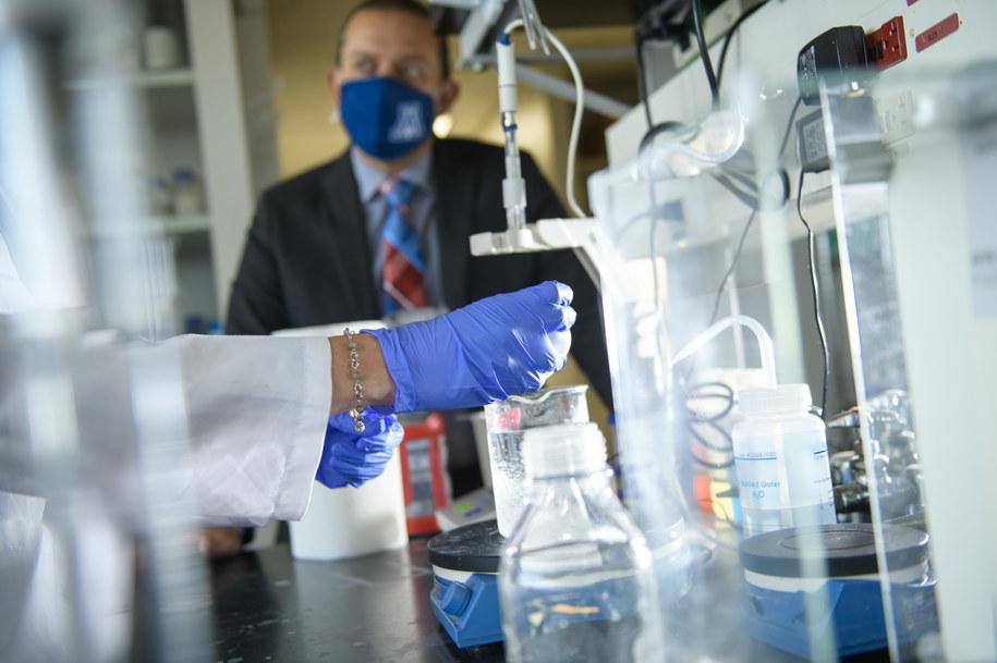 Dr Rajesh Khanna w laboratorium University of Arizona Health Sciences /University of Arizona Health Sciences, Kris Hanning /Materiały prasowe