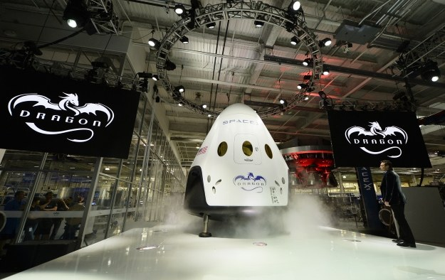 Dragon V2 - nowa załogowa kapsuła kosmiczna SpaceX /AFP