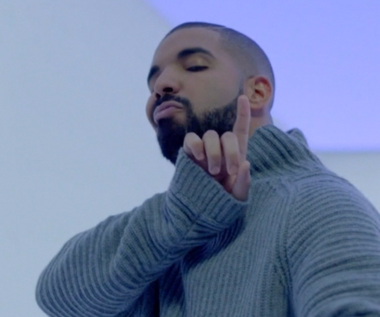 "Drake ""Hotline Bling"": Teledysk rapera nie traci na popularności"