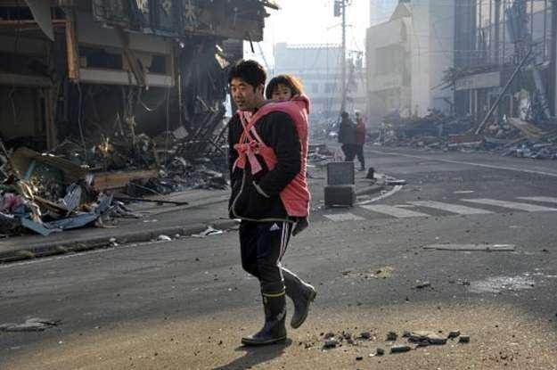 Dramat każdego z mieszkańców Japonii może odbić się także na branży technologii /AFP