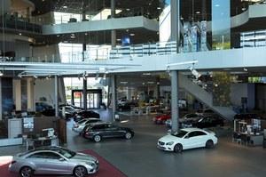 Dramat w salonach sprzedaży samochodów