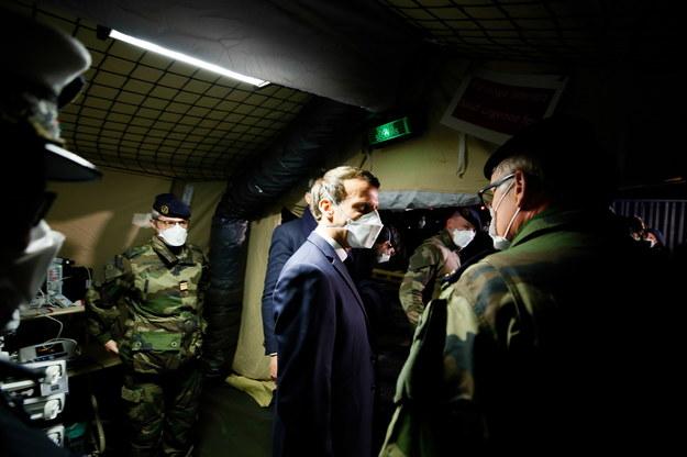 """Dramatyczna walka Francji z koronawirusem. """"Jesteśmy na początku wojny"""""""