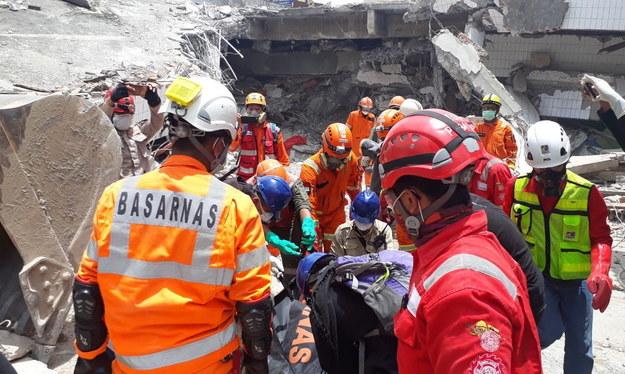 Dramatyczne dane z Indonezji. Blisko 1800 ofiar, 5000 osób zaginionych