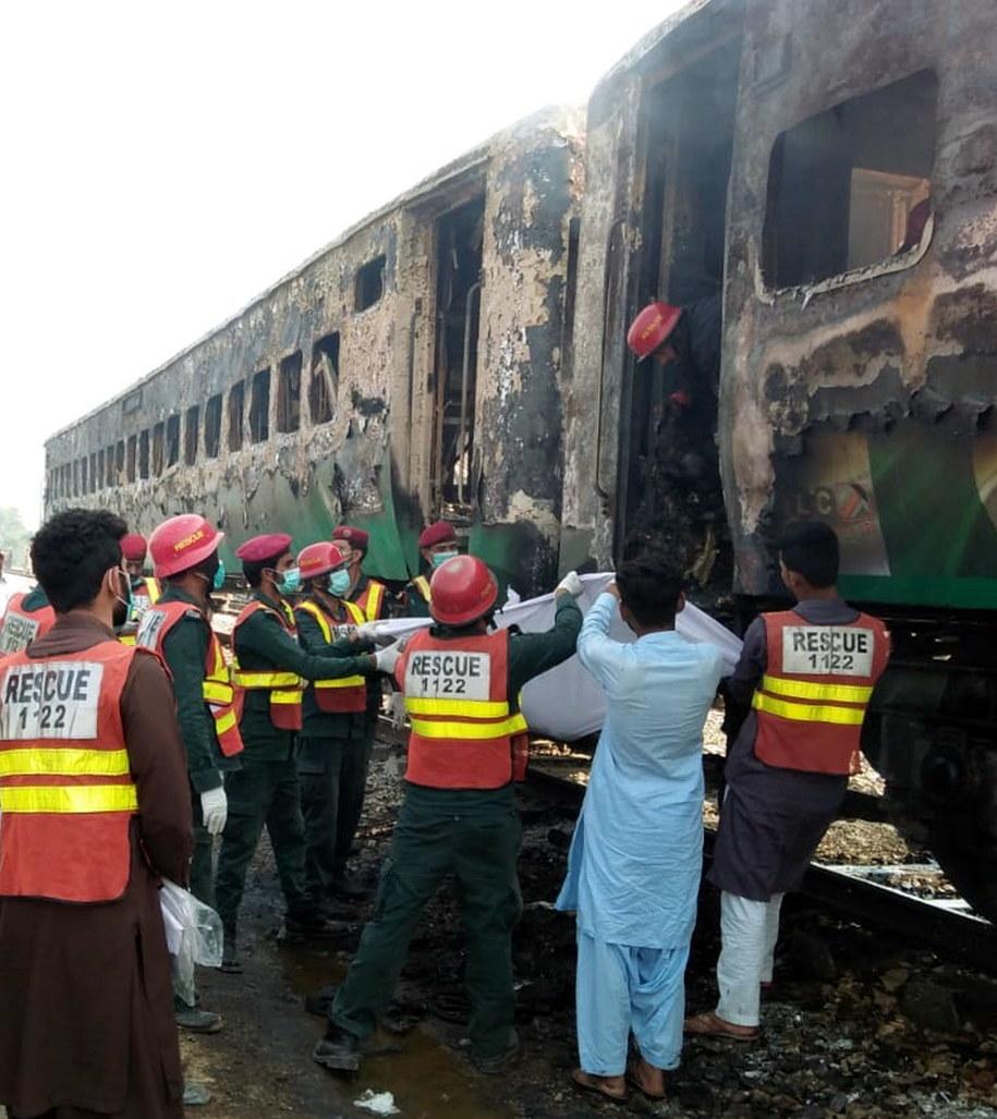 Dramatyczne doniesienia w Pakistanu. W pożarze zginęło kilkadziesiąt osób /STRINGER /PAP/EPA