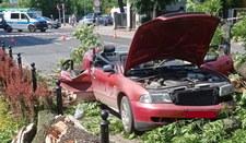 Dramatyczne nagranie. Drzewo spadło na samochód!