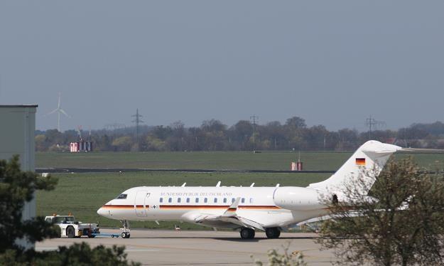 Dramatyczne przymusowe lądowanie rządowego samolotu nie pozostało bez konsekwencji /AFP