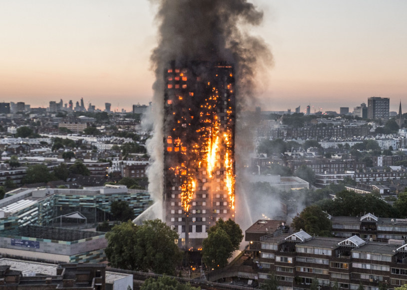 Dramatyczny pożar w Wielkiej Brytanii /Jeremy Selwyn/Evening Standard/eyevine /East News