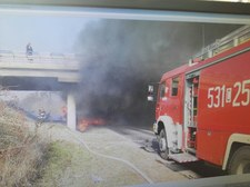 Dramatyczny wypadek w Świeciu. Ciężarówka spadła z wiaduktu i stanęła w płomieniach