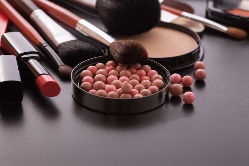 Draping to nowy trend w makijażu /123RF/PICSEL