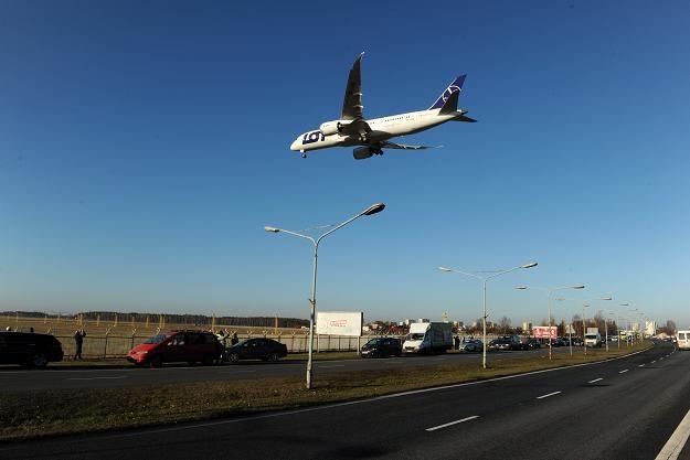 Dreamliner podczas wykonywania startów i lądowań szkoleniowych na bydgoskim lotnisku /PAP