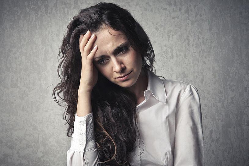 Dręczy cię powaracający ból głowy? Zweryfikuj swoją dietę /123RF/PICSEL
