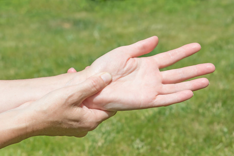 Drętwienie rąk /©123RF/PICSEL