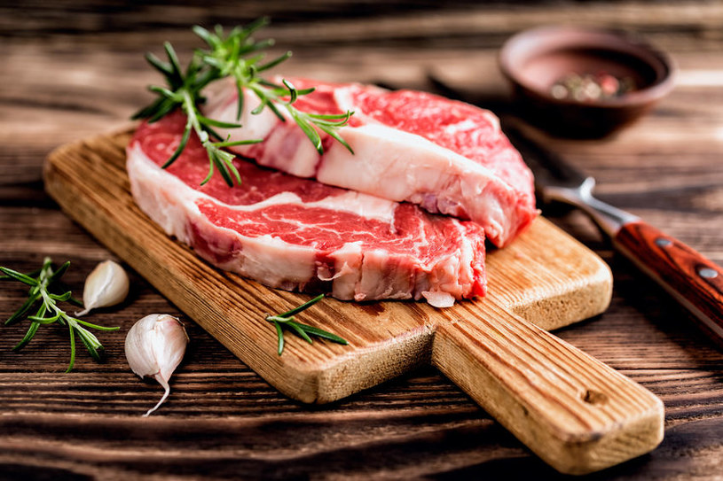 Drewniana deska do mięsa /©123RF/PICSEL