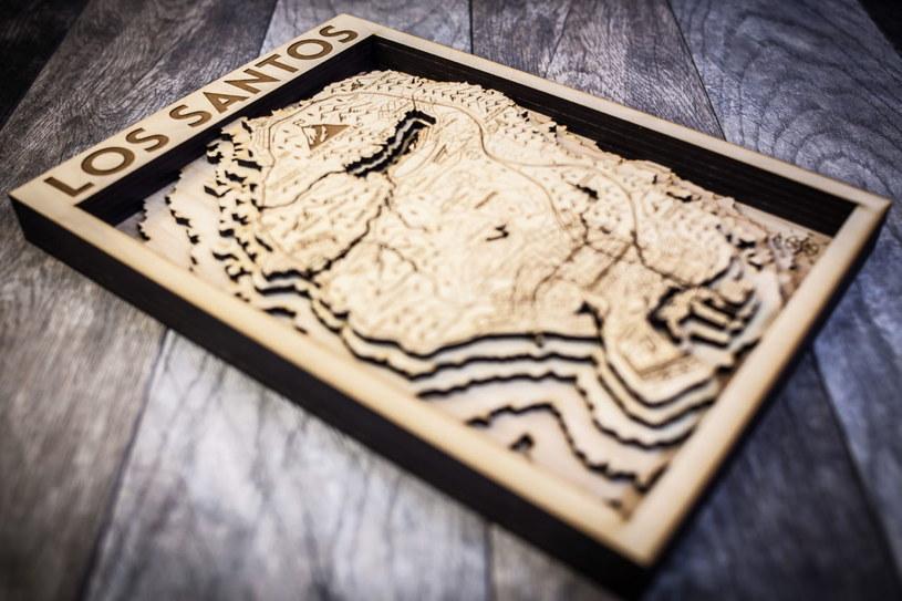 Drewniana mapa Los Santos / fot. Originartwork /materiały źródłowe