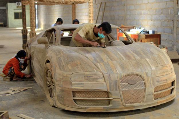 Drewniany Veyron? Trzeba mieć fantazję... /