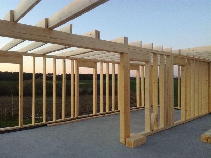 Drewno konstrukcyjne KVH poddawane jest specyficznej metodzie cięcia /materiały promocyjne