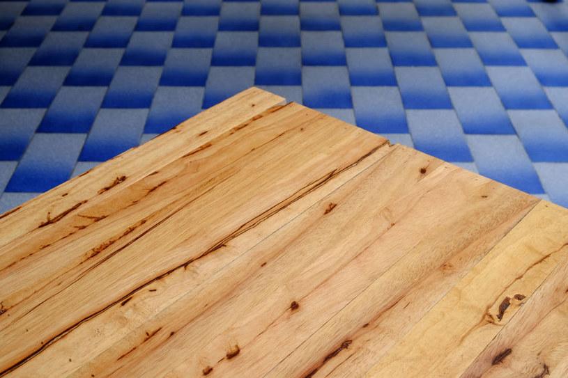 Drewno z kauczukowca /©123RF/PICSEL