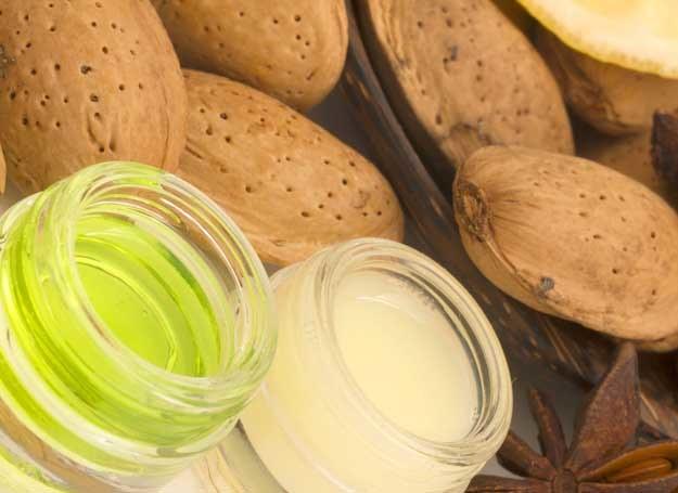 Drobinki łupin i starannie dobrane składniki odżywcze dadzą doskonały peeling /123RF/PICSEL