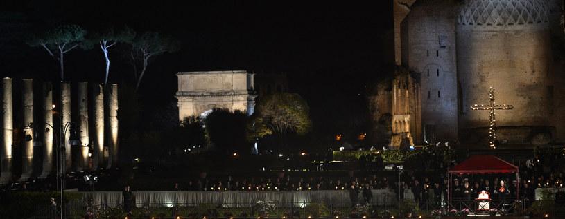 Droga Krzyżowa w Koloseum /AFP