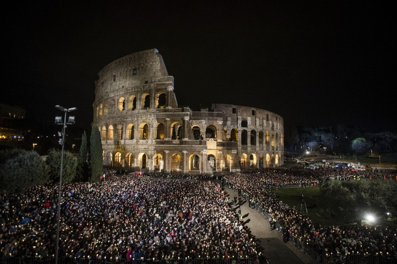 Droga Krzyżowa w Koloseum /EPA/ANGELO CARCONI /PAP/EPA
