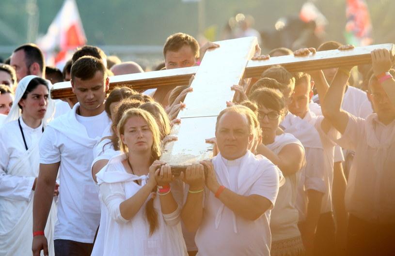 Droga krzyżowa z udziałem papieża Franciszka i młodzieży /Leszek Szymański /PAP