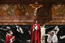 Droga Krzyżowa znów na placu Świętego Piotra. Szczególne rozważania na prośbę papieża