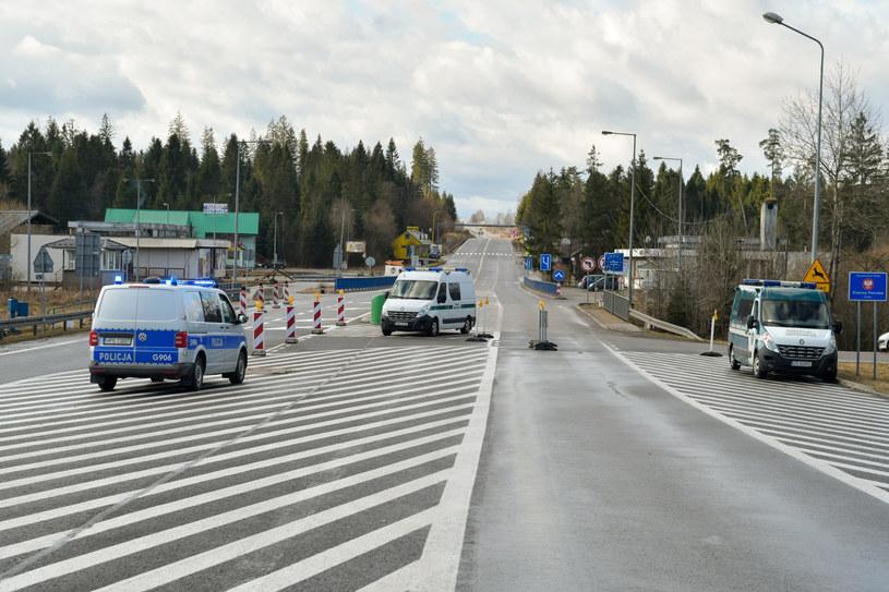 Droga nr 7 prowadzi do przejścia granicznego w Chyżnem /Maciek Jonek /Reporter